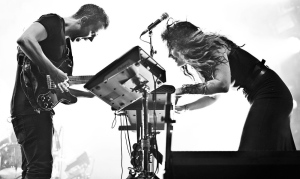 m83-performing-live-11