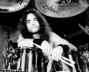 Nick_Menza_with_Megadeth_2013-12-19_01-08